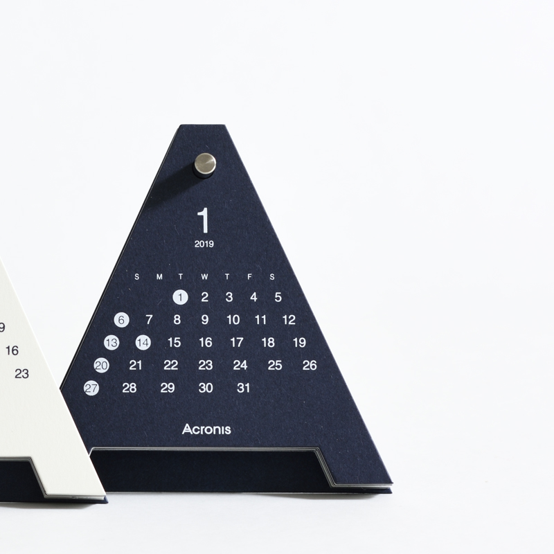 ユニークなデザインの新設計卓上カレンダー